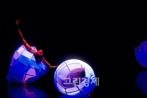 ▲전순희안무의'2001태낭은채워지지않는다(2001)'