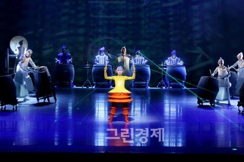 ▲『한밭북춤』(science&drum천문과학과북(鼓,drum)의만남)