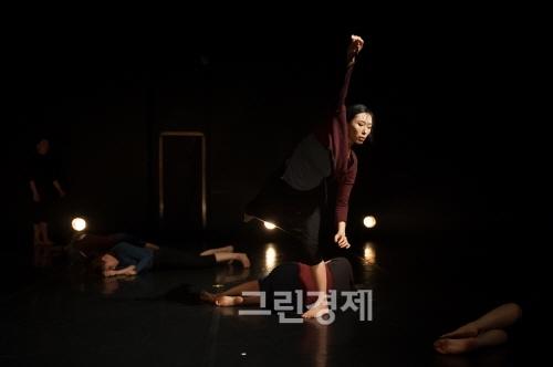 ▲이해준안무의『푸른말들에관한기억-말들의시간』