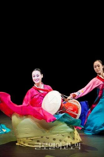 ▲김홍주안무의'춘궁석탑이야기'(2011)