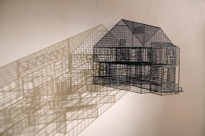 김병주 작 Ambiguous wall, 75x110x70cm, stainless steel, urethane paint, 2009