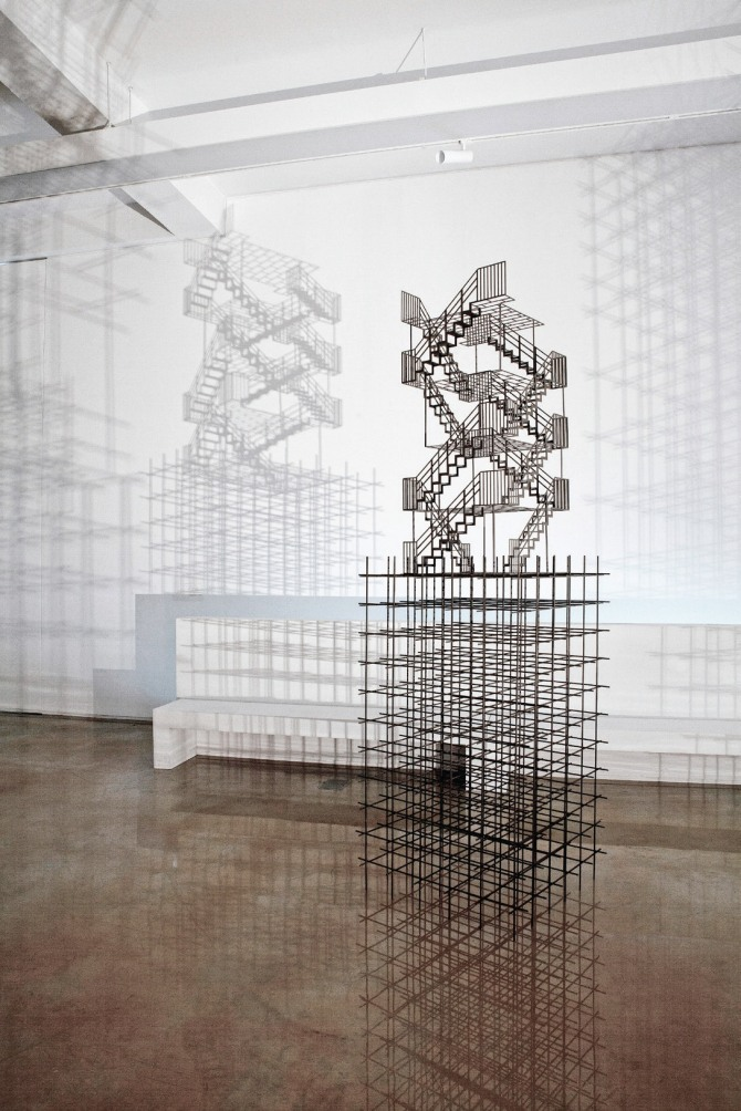 김병주 작 Void space, 90x60x315cm, steel, urethane paint, 2012