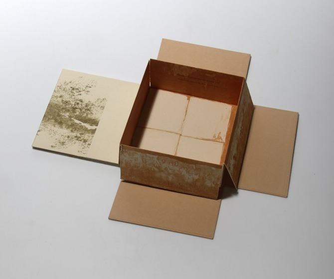 강진숙 작 어느 상자 이야기, 석판화, 활자 인쇄, 19x19cm, 1996-7