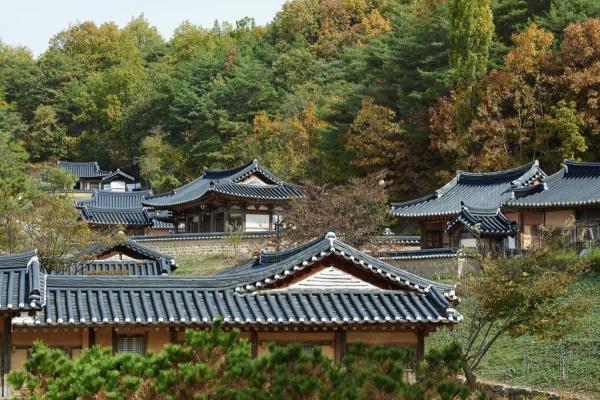 SK행복나눔재단의 '행복전통마을'이 운영하는 전통 리조트 '구름에' 전경. SK=제공