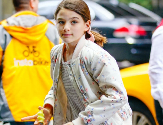 이혼한 톰 크루즈와 케이티 홈스의 딸 수리 크루즈.
