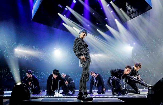 일본에서의 첫 전국 아레나 투어 최종공연을 가진 샤이니의 태민.