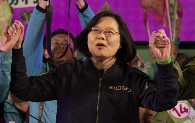 집회에서 연설하고 있는 대만의 차이잉원 총통.