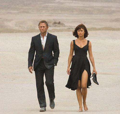 007시리즈의 제임스 본드는 자유분방하고 탁 트인 사람이다. 영화에서는 바람둥이이면서도 무슨 일이든지 척척 해내는 인물로 묘사된다.