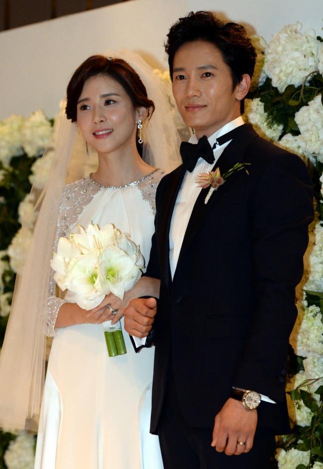 드라마 '피고인'의 주인공으로 출연하는 배우 지성(오른쪽)과 아내 이보영. /사진=뉴시스