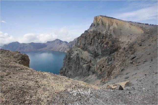 백두산 천지의 서쪽 해발 2691m에 위치한 백운봉.