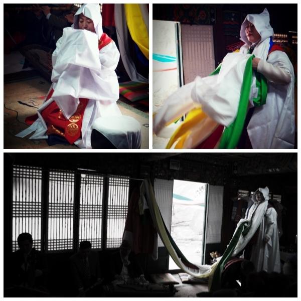 서울시 무형문화재 제35호 밤섬도당굿 이수자 금휘궁 김금휘씨가 종로구 인왕산 국사당에서 불사맞이굿을 하고 있다.