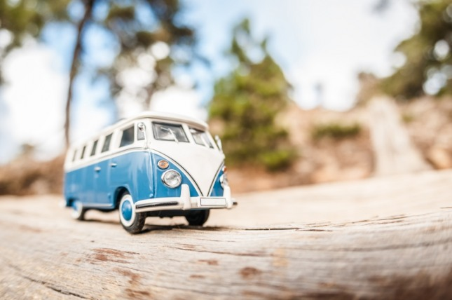 버스의 차창 밖으로 일어난 사건을 본 꿈은 어떤 생활 도중에 생길 문제와 사건이거나 남에 관한 일에 관심을 갖게 된다. 자료=글로벌이코노믹