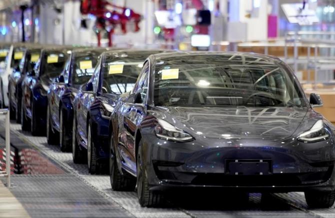 [초점]세계에서 자동차 용 반도체 칩이 부족한 진짜 이유는?  '자동차 공급 부족과 고성능'